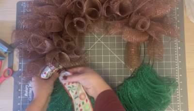 add decorative collar to elf