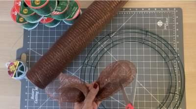 fold wire mesh ribbon Christmas wreath