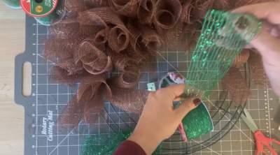 add ribbon for elf shirt