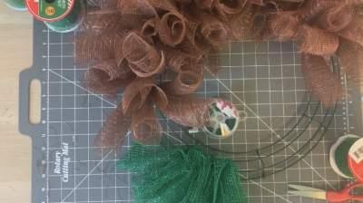 attach ribbon to wire wreath